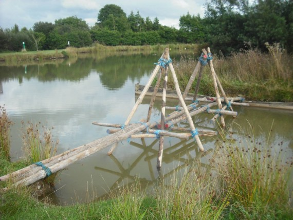 A bridge over the lake using poles and ropes